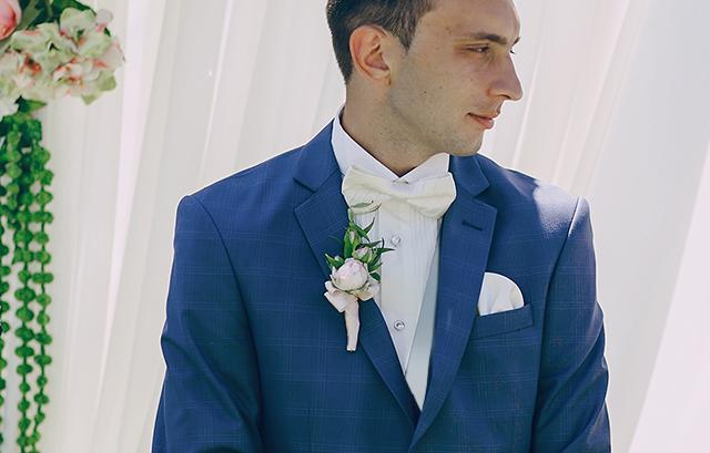 フォトウェディングの新郎の衣装は種類・色・柄で選ぶ!ネクタイ・シャツ・小物も紹介12