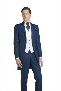 フォトウェディングの新郎の衣装は種類・色・柄で選ぶ!ネクタイ・シャツ・小物も紹介4