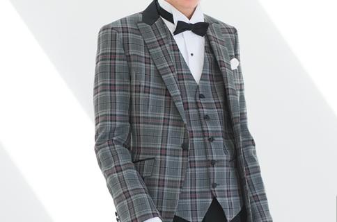 フォトウェディングの新郎の衣装は種類・色・柄で選ぶ!ネクタイ・シャツ・小物も紹介19