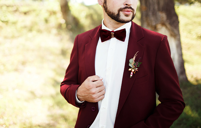 フォトウェディングの新郎の衣装は種類・色・柄で選ぶ!ネクタイ・シャツ・小物も紹介16