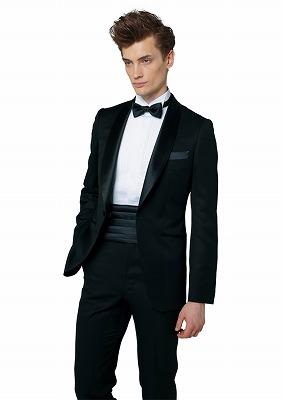フォトウェディングの新郎の衣装は種類・色・柄で選ぶ!ネクタイ・シャツ・小物も紹介3