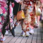 成人式写真のバッグはレンタルでOK!料金相場や選び方を紹介