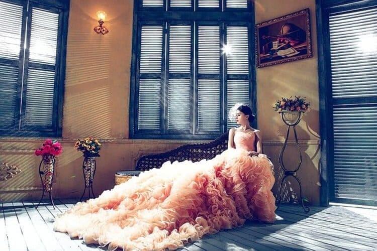 【花嫁】フォトウェディングで人気の髪型まとめ | 髪の長さ・衣装から選ぶ10