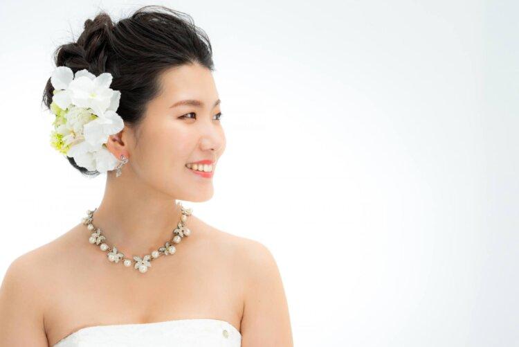 【花嫁】フォトウェディングで人気の髪型まとめ | 髪の長さ・衣装から選ぶ18