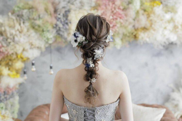 【花嫁】フォトウェディングで人気の髪型まとめ | 髪の長さ・衣装から選ぶ12