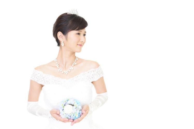 【花嫁】フォトウェディングで人気の髪型まとめ | 髪の長さ・衣装から選ぶ17