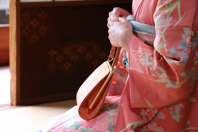 成人式写真のバッグはレンタルでOK!料金相場や選び方を紹介2