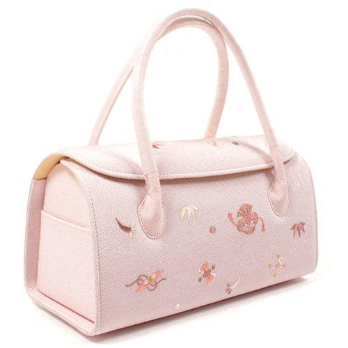成人式写真のバッグはレンタルでOK!料金相場や選び方を紹介6