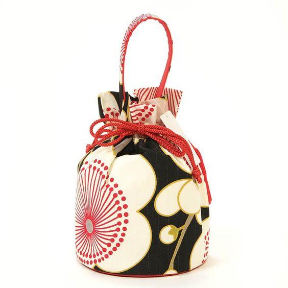 成人式写真のバッグはレンタルでOK!料金相場や選び方を紹介7