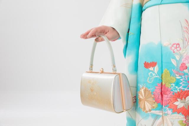 成人式写真のバッグはレンタルでOK!料金相場や選び方を紹介1