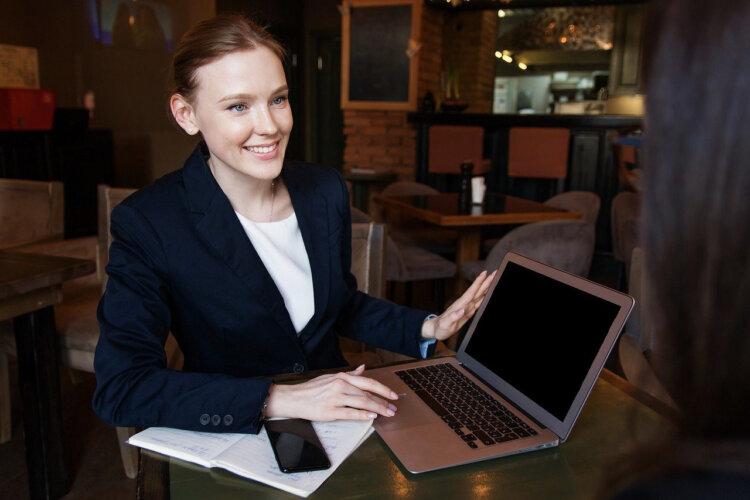 ビジネスプロフィール写真に適した髪型や髪色を男女別にプロがご紹介1