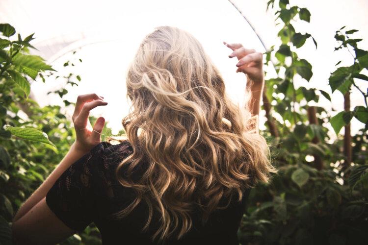 ビジネスプロフィール写真に適した髪型や髪色を男女別にプロがご紹介5