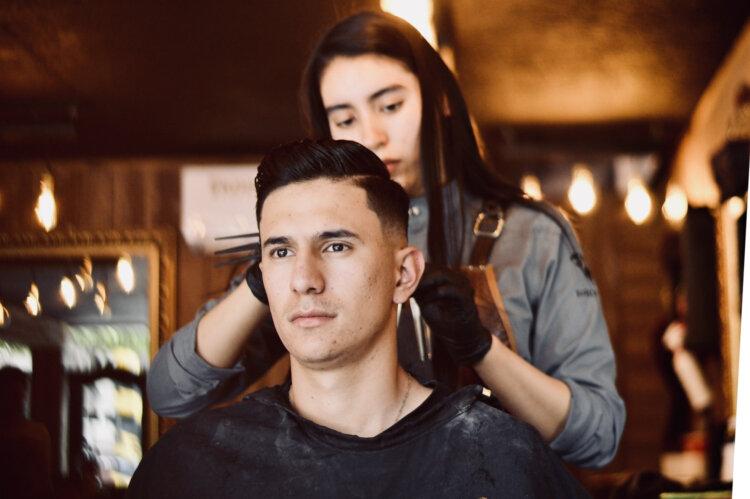 ビジネスプロフィール写真に適した髪型や髪色を男女別にプロがご紹介2