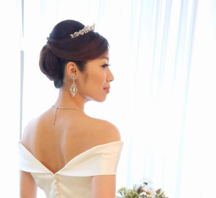花嫁に人気のクラシカルヘア!フォトウェディング映えするクラシカルヘアを紹介1