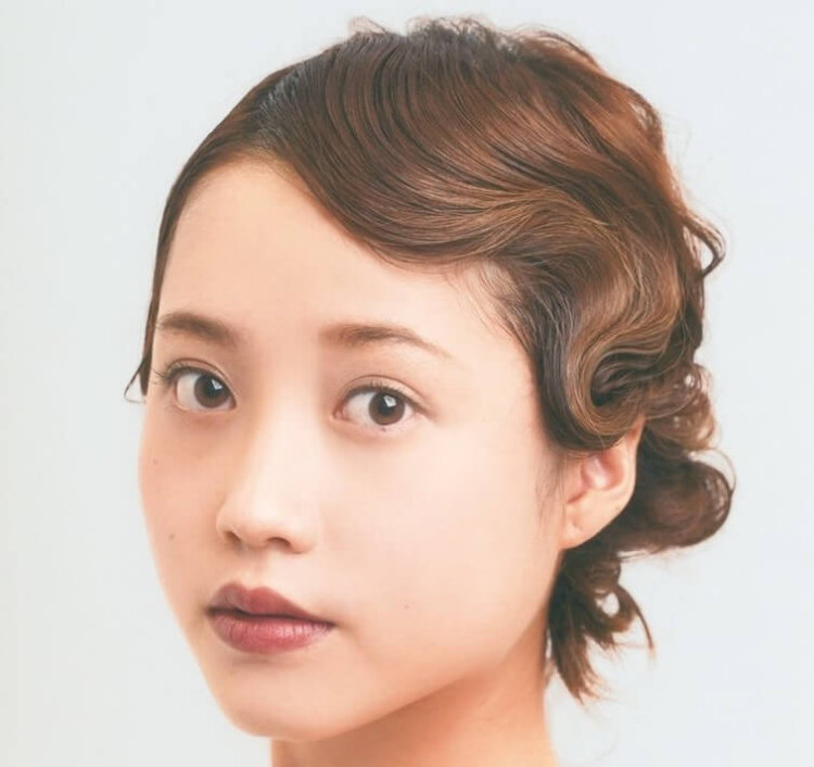 花嫁に人気のクラシカルヘア!フォトウェディング映えするクラシカルヘアを紹介11