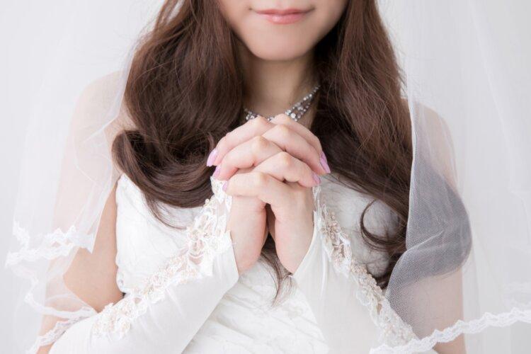 花嫁に人気のクラシカルヘア!フォトウェディング映えするクラシカルヘアを紹介4