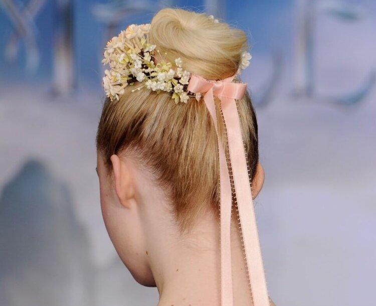 花嫁に人気のクラシカルヘア!フォトウェディング映えするクラシカルヘアを紹介8