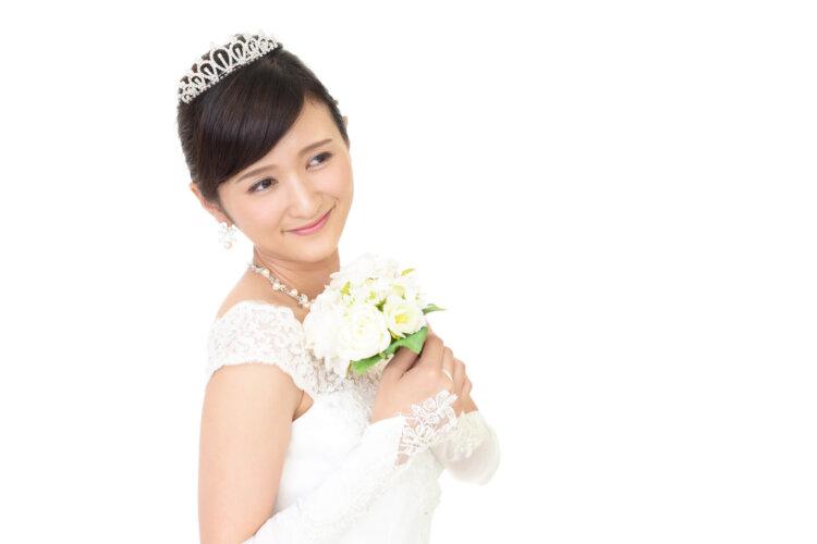 花嫁に人気のクラシカルヘア!フォトウェディング映えするクラシカルヘアを紹介18