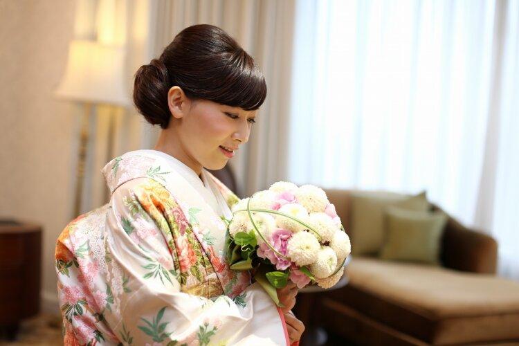 【長さ別】和装の花嫁に人気のフォトウェディングの髪型カタログ9