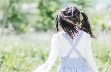 振袖の成人式写真を可愛くするツインテール!アレンジ方法と髪飾りをご紹介2