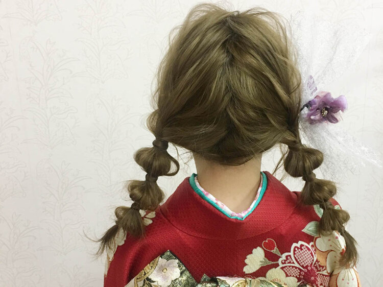 振袖の成人式写真を可愛くするツインテール!アレンジ方法と髪飾りをご紹介5