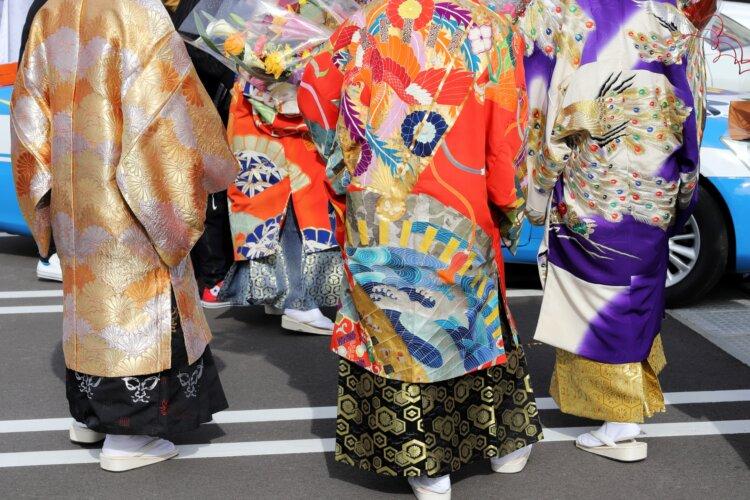 【男子向け】成人式写真の服装選びまとめ|袴とスーツの選び方ポイント3