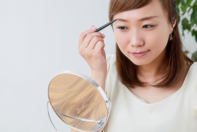 卒業袴写真を引き立てる眉メイクの秘訣!アイテム選び&自分メイク方法4