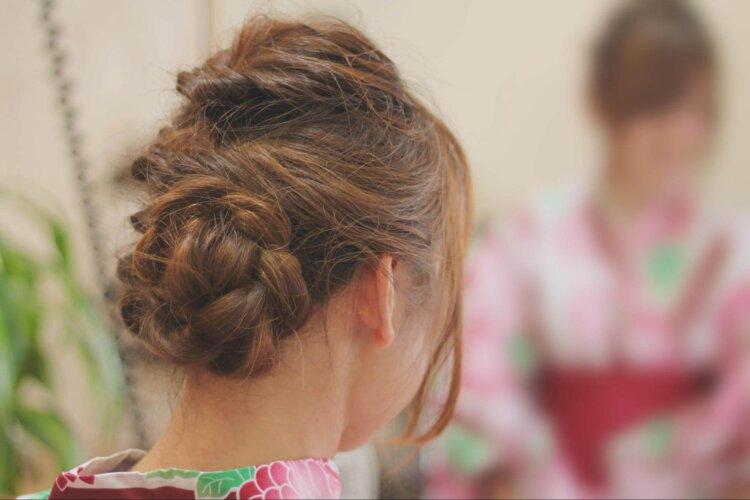 ミディアムヘアの成人式写真の髪型はおろす?アップ?セルフでできる髪型カタログ7