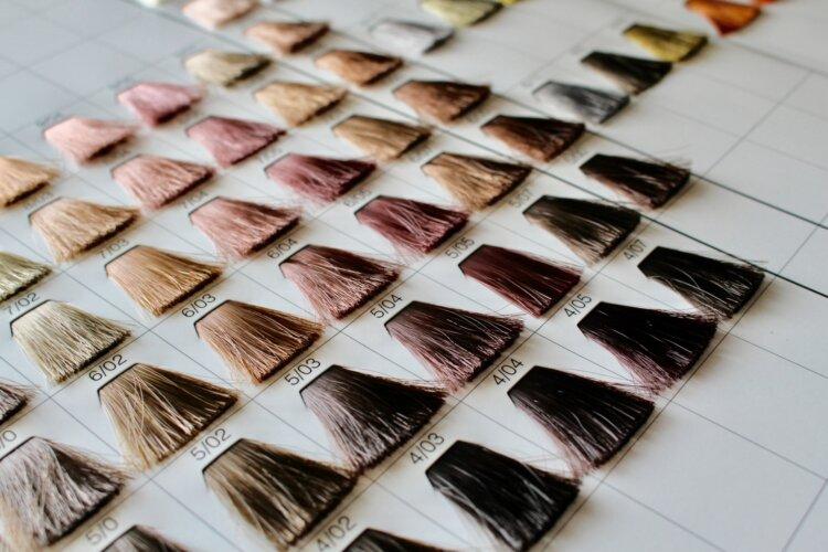 成人式写真の髪色は振袖の色から選ぶ!青赤緑白の振袖におすすめの髪色とは3