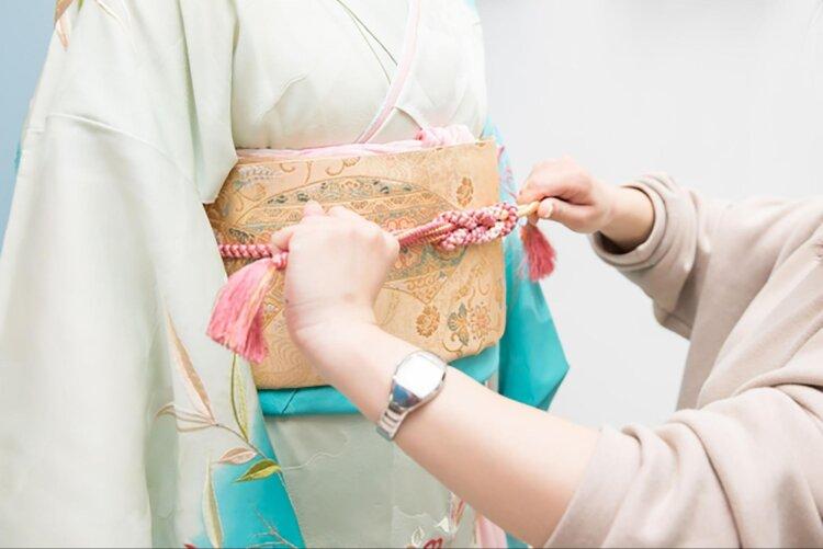 成人式写真の振袖の着付けは?料金や帯の結び方・選び方を紹介1