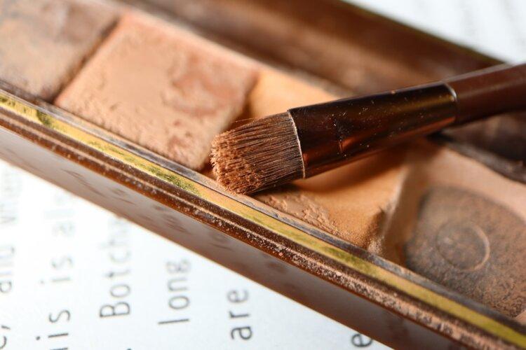男の成人式写真は「眉毛」を整える!デザインと正しいメイク方法を紹介6