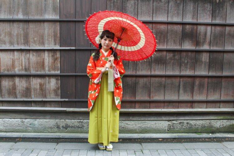 卒業写真のおしゃれなポーズ10選!卒業袴姿を写真で残そう14