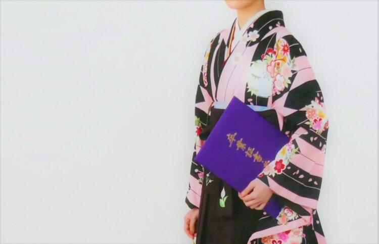 卒業写真のおしゃれなポーズ10選!卒業袴姿を写真で残そう4