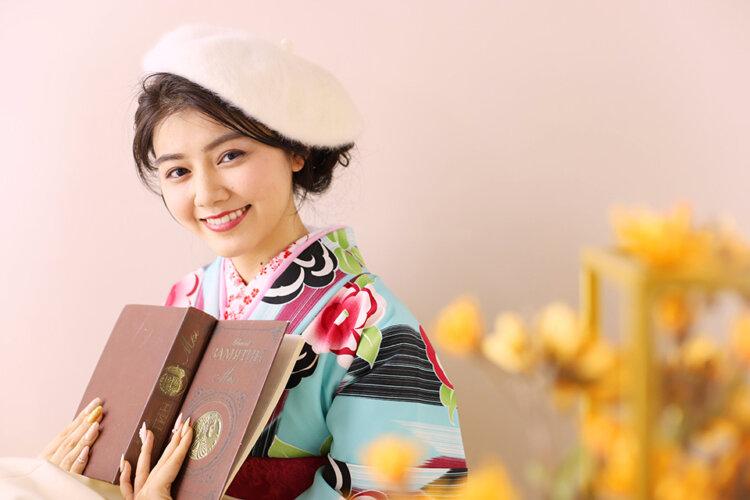 卒業写真のおしゃれなポーズ10選!卒業袴姿を写真で残そう12