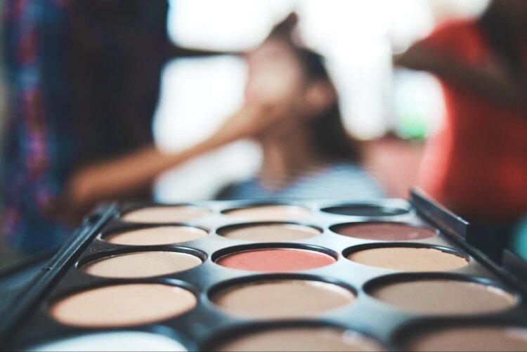 卒業袴写真が映えるチークの秘訣!塗り方とアイテム選びが重要5