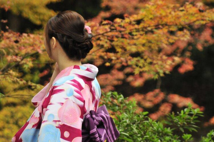 卒業袴写真が映えるチークの秘訣!塗り方とアイテム選びが重要4
