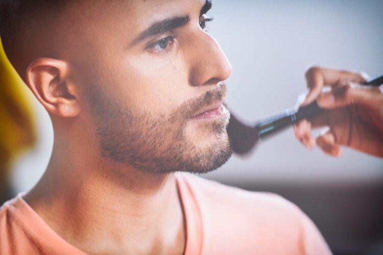 男子の卒業写真メイクはベース・眉毛・リップ!正しいメイク手順とアイテムを紹介6