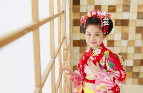 7歳の七五三写真はお姉さん風日本髪できまり!セット方法や髪飾りを紹介4