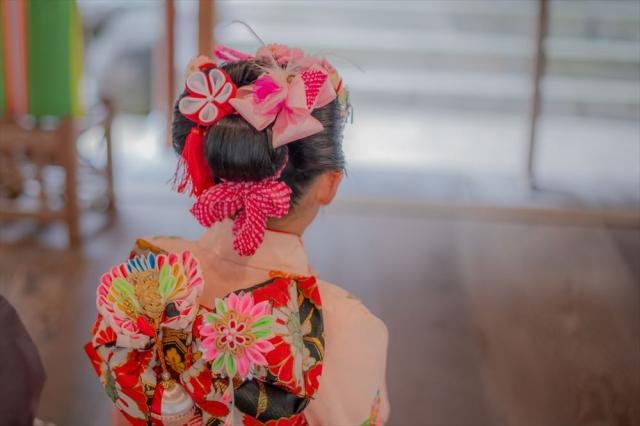 3歳の七五三写真の日本髪!桃割れと現代風の日本髪のセット方法を紹介6
