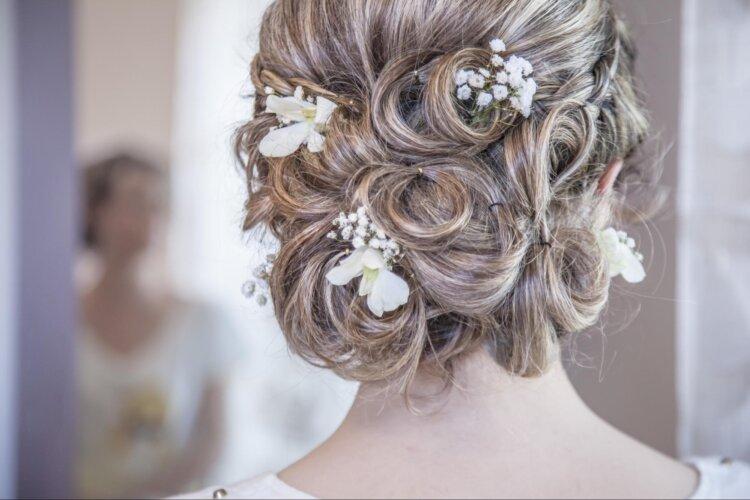 花嫁に人気の髪飾りをフォトウェディングを中心にご紹介!2
