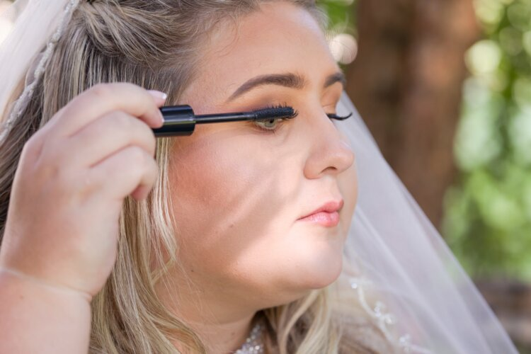 フォトウェディングの花嫁アイメイクはまつげ&アイシャドウの色選びが重要3