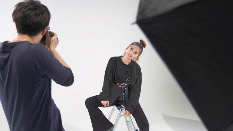 宣材写真の撮り方をカメラマンが徹底解説!男女別に売れるコツを紹介