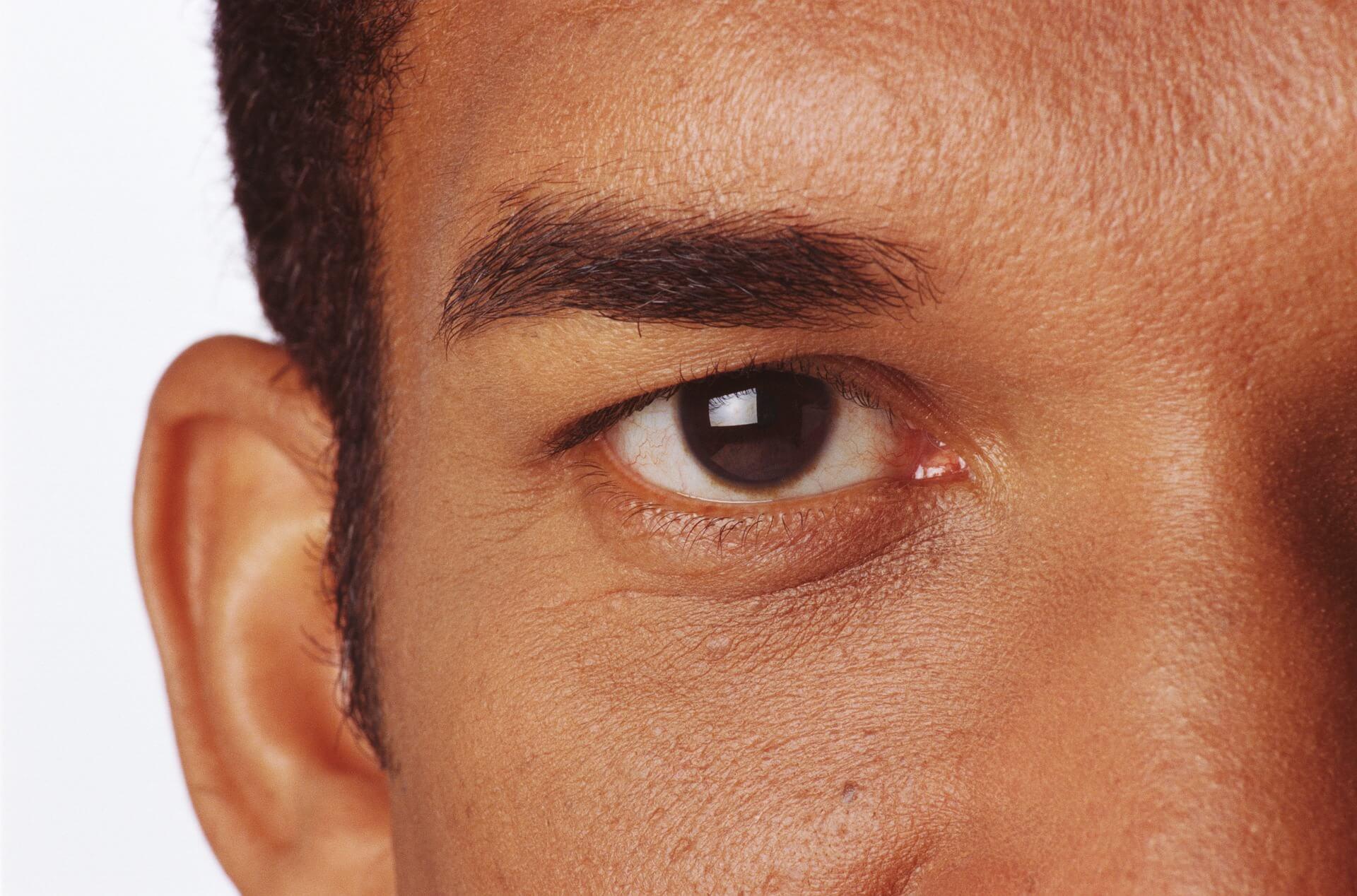 男性の運転免許証写真の写りは眉毛で良くなる!デザインやメイク手順を紹介