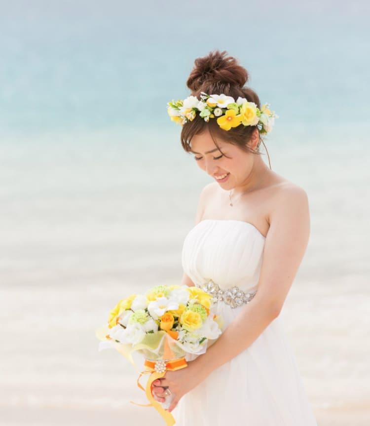 """フォトウェディングは""""花冠""""が人気!花の種類・花言葉・色・髪型を紹介26"""