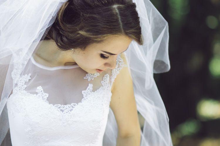 フォトウェディングでハーフアップは地味?花嫁に人気のアレンジ&髪飾り11