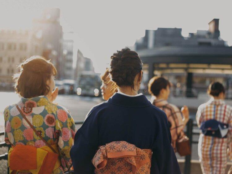 卒業写真は何を着る?適した服装を袴・スーツ・ドレス別に徹底紹介!10