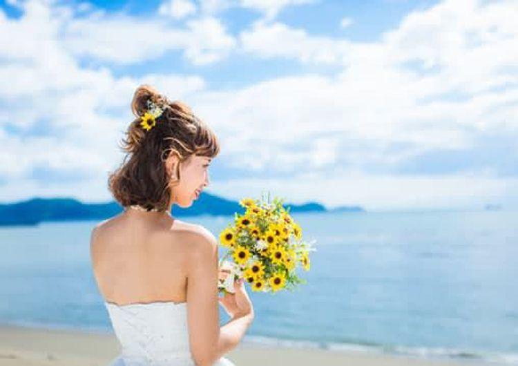 フォトウェディングでハーフアップは地味?花嫁に人気のアレンジ&髪飾り10