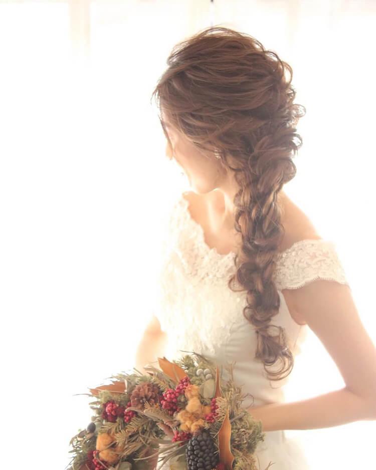 フォトウェディングで花嫁に人気のダウンスタイル集&ヘアアクセサリー5