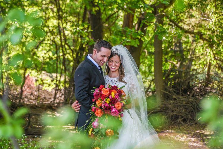 フォトウェディングでハーフアップは地味?花嫁に人気のアレンジ&髪飾り12