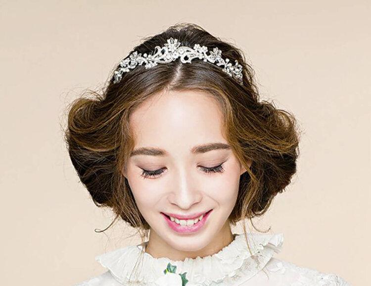 """フォトウェディングは憧れの""""ティアラ"""" 顔タイプや髪型別の選び方8"""